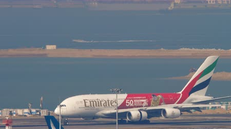 rehberlik : Airbus A380 landing in Hong Kong intrenational airport