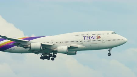 aanpak : Thai Airways Boeing 747 die over oceaan nadert