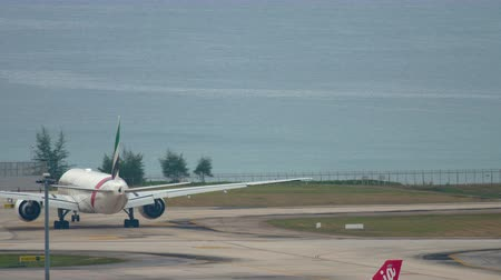 gyorsul : Emirates Boeing taxiing before departure from Phuket