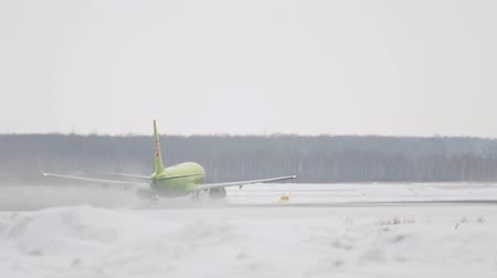 ranvej : S7 Boeing 737 accelerate and departure