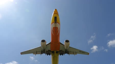 ranvej : NOK Air Boeing 737 approaching over ocean