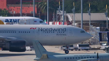 NordWind Airbus A330 taxiing Wideo