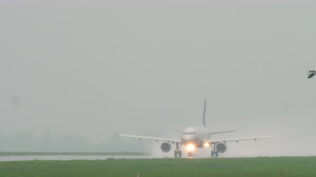 havaalanı : Aeroflot A320 departure at rain Stok Video