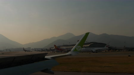 View from taxiing aircraft in Chek Lap Kok airport Wideo