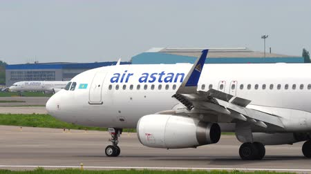 воздух : Air Astana Airbus A320 taxiing