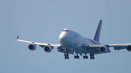 Airplane Boeing 747 approaching Wideo