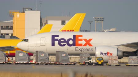 FedEx Boeing 777 taxiing