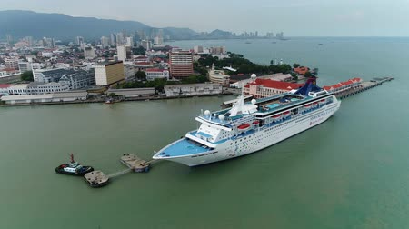 terazi burcu : Aerial view of the Star Cruises SuperStar Libra at the Penang Ferry Terminal