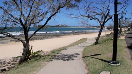 gyalogút : A tilt up from a footpath looking down Mooloolaba Beach in Queensland Australia.