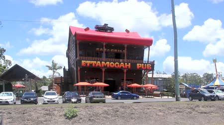satire : PALMVIEW, AUSTRALIA - January 14 2014: The Ettamogah Pub is an iconic international tourist attraction on the Sunshine Coast of Queensland. Opened in 1989, it is based on a cartoon in the now defunct Australasian Post magazine. Stock Footage