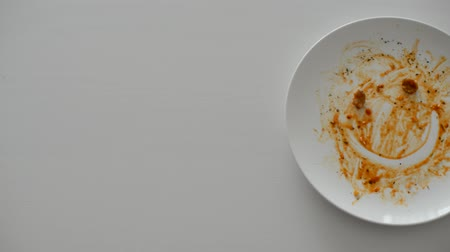 üres : Empty Spaghetti on plate on white plate with smiley face Stock mozgókép