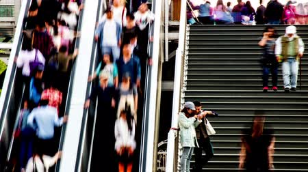 yaya köprüsü : The people on the escalators and steps in Beijing, China