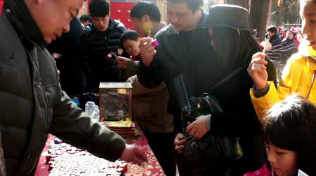 ditan : Beijing,China-Feb 2, 2014: The seller shows the traditional toy to young customers at temple fair during Chinese Spring Festival in Beijing, China Stock Footage