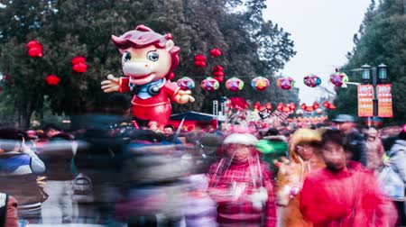 ditan : Beijing,China-Feb 6, 2014: The model of horse and the crowded visitors at Ditan temple fair during Spring Festival in Beijing, China Stock Footage