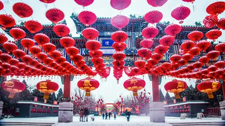 ditan : The decorated archway and red lanterns in the snow of Beijing, Stock Footage