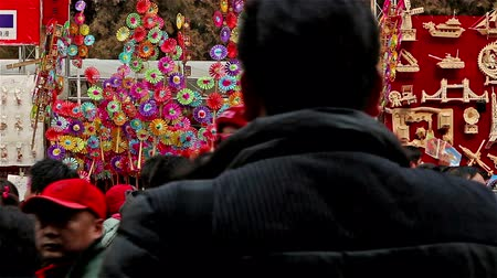 ditan : Beijing,China-Feb 6, 2014: The pinwheel stand and the visitors at Ditan temple fair during Spring Festival in Beijing, China Stock Footage