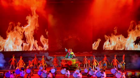 барабаны : Yu County,China-Feb 12, 2014: The Chinese traditional performance-drum dancing show in Yu County, China