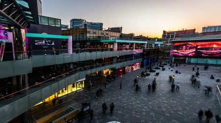 Пекин : Beijing,China-March 2,2014: The famous Sanlitun village shopping square full of customers  at sunset in Beijing,China