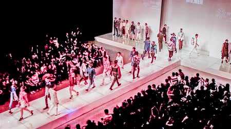 pist : Beijing, China-March 15,2014: Students in model major walk runway in the  fashion show holding by the college Stok Video