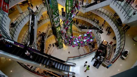покупка товаров : Bangkok,Thailand-April 7,2014: The modern shopping mall with customers,Bangkok,Thailand
