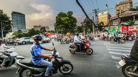 zsúfolt : Ho chi minh city,Vietnam-April 10,2014:The street is full of motorbikes in the rush hour, ho chi minh city, Vietnam Stock mozgókép
