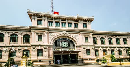 Вьетнам : Ho chi minh city,Vietnam-April 10,2015: Different view of french building-post office in ho chi minh city, Vietnam Стоковые видеозаписи