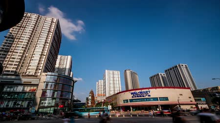 comerciante : Shenyang,China-Aug 1,2015: The modern Shopping mall in Zhongjie of Shenyang, China