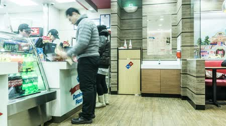 сотрудники : The customers have supper in pizza restaurant in Beijing,China. Panning Стоковые видеозаписи