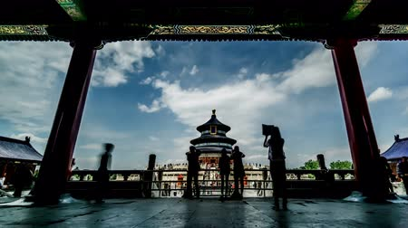 imparator : The Qinian Hall and visitors in the Heaven of Temple park of Beijing, China. Stok Video