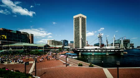 binnenstad : The crowded people at Inner Harbor, Baltimore, USA