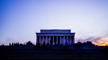 gránit : At night,the visitors and the Lincoln Memorial , Washington, USA