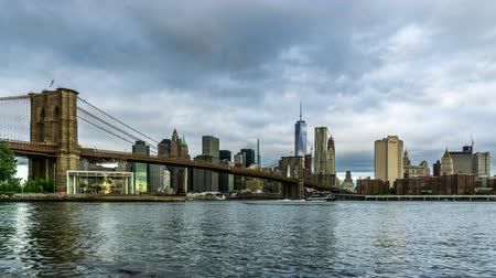 centrum : Manhattan skyline and the Brooklyn Bridge, New York City, NY