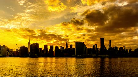metropoli : Al tramonto, lo skyline di Manhattan, New York City, NY Filmati Stock