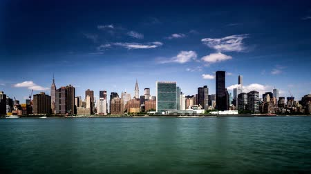 川岸 : In the sunny day, Manhattan skyline, New York City, NY 動画素材