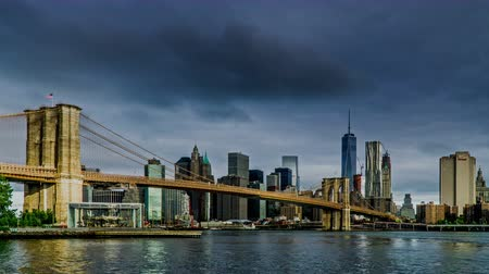 centrum : The One World Trade Center and the Brooklyn Bridge, New York City, NY Dostupné videozáznamy