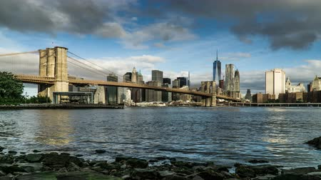 centrum : In the sunny day,the One World Trade Center and the Brooklyn Bridge, New York City, NY Dostupné videozáznamy