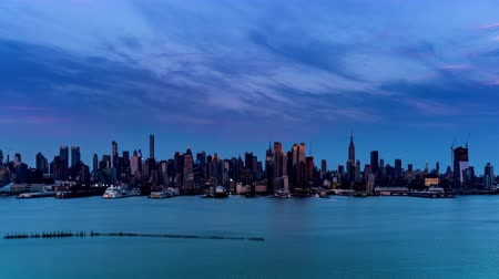 imparatorluk : At sunset,the panoramic view of modern buildings in Manhattan, New York City, NY