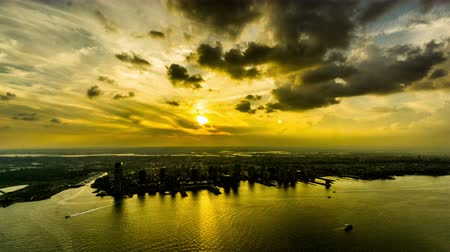 Al atardecer, vista aérea de Jersey City, NJ, EE.UU. Archivo de Video