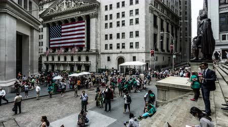 미드 타운 : The visitors and the New York Stock Exchange in NYC, USA 무비클립