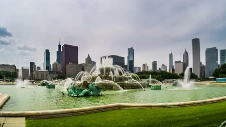 Észak amerika : The fountain and buildings at Chicago downtown