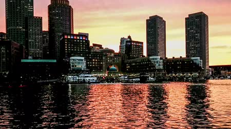 Észak amerika : Panoramic view of modern buildings along the Charles River, Boston
