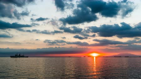 esplêndido : Timelapse of the splendid sunset on the Manila sea