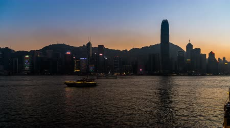 esplêndido : From sunset to night, the splendid view at Victoria Harbour, Hong Kong, China