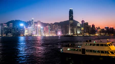 esplêndido : Timelapse of the splendid night view at Victoria Harbour, Hong Kong, China Stock Footage