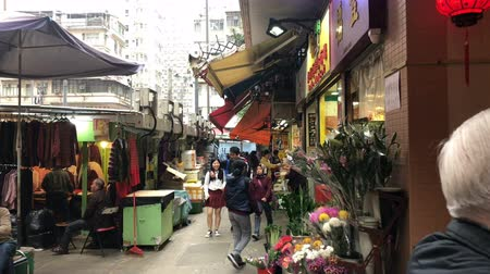 резидент : Walking at local market in Hong Kong, China Стоковые видеозаписи