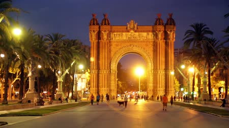 Барселона : Arc del Triomf in summer twilight. Barcelona, Spain Стоковые видеозаписи