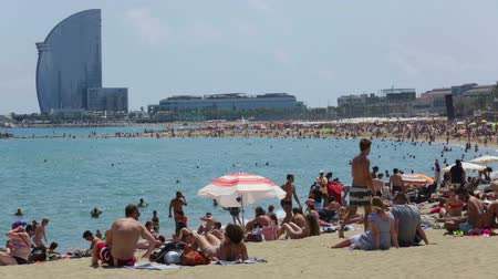 pokoj : BARCELONA, SPAIN - JULY 15, 2014: View of Barceloneta Beach in summer. Barcelona, Spain.  It is one of the most popular beach in Europe
