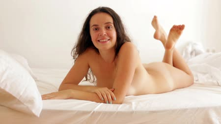 эротический : beautiful nude girl laying on bed at bedroom