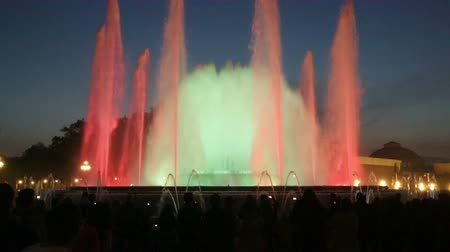 Каталония : Evening view at colorful vocal fountain Montjuic show and people watching it nearby in Barcelona. Spain