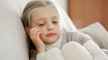 pŁacz : Miserable female child posing in couch at home Wideo